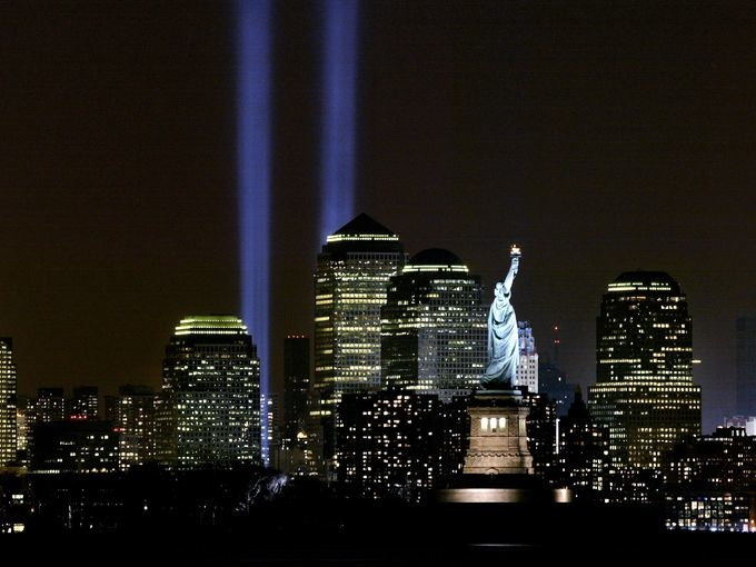 9/11 memorial lights schedule